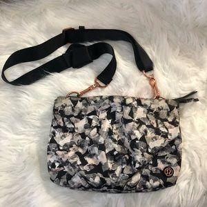 LuLuLemon crossbody bag adjustable straps